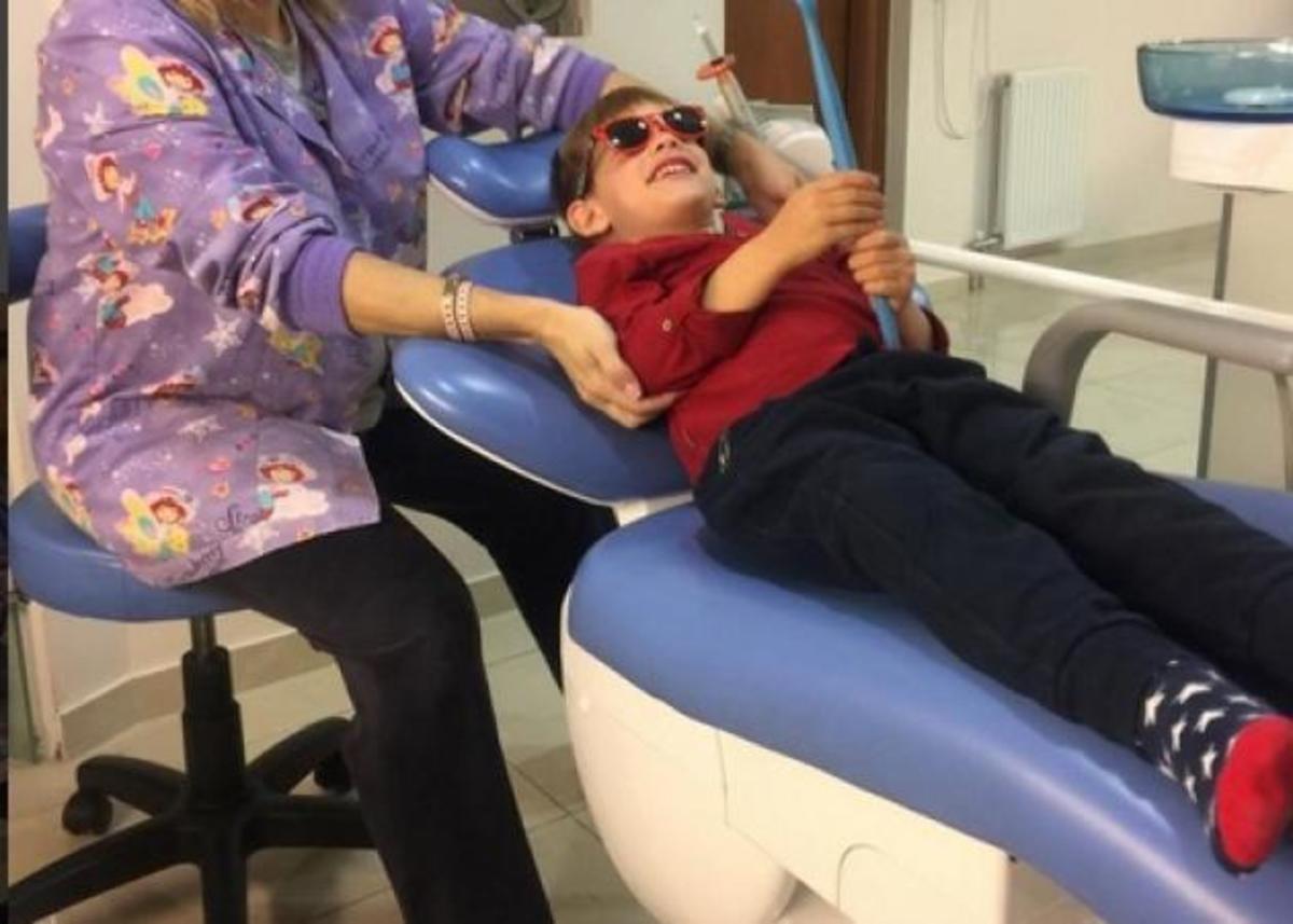 Ποιας ηθοποιού ο γιος είναι στον οδοντίατρο και χαμογελά;   Newsit.gr