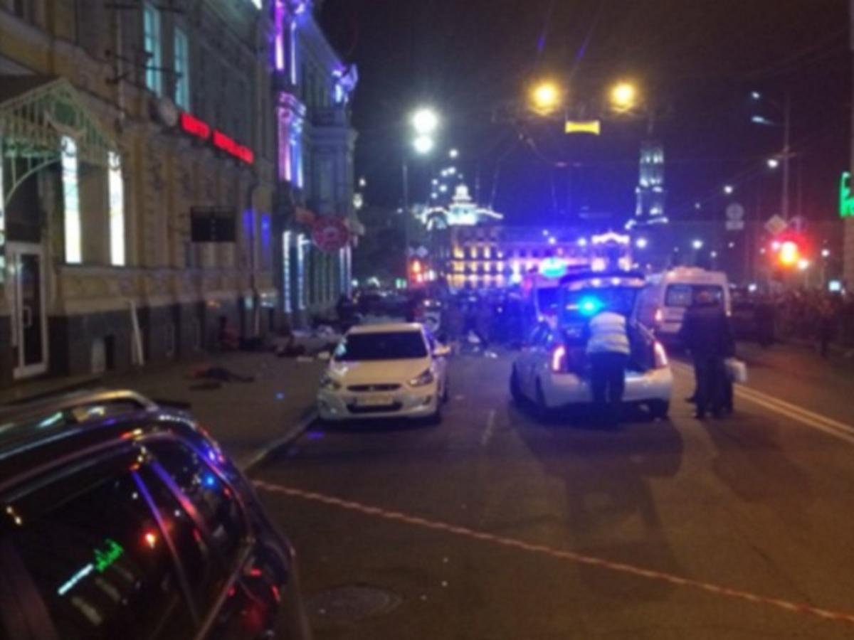 Ουκρανία: Αυτοκίνητο παρέσυρε πεζούς! Πέντε νεκροί, έξι τραυματίες – Σκληρές εικόνες | Newsit.gr