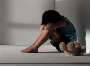 Οργή και αποτροπιασμός! Πατέρας βίαζε την 7χρονη κορούλα του