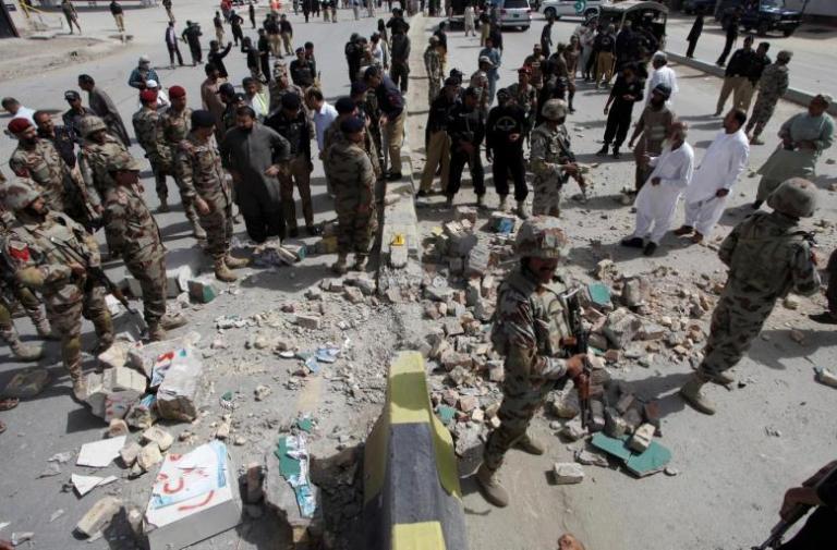 Πακιστάν: Βομβιστής αυτοκτονίας έσπειρε τον όλεθρο – 18 νεκροί και 27 τραυματίες   Newsit.gr