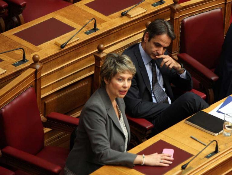 Κατερίνα Παπακώστα: Η διαγραφή από τη ΝΔ και η απάντησή της με λίγο Καραμανλή | Newsit.gr