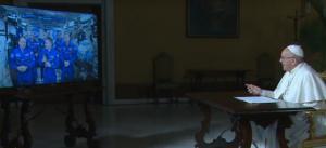 Συνομιλία του Πάπα Φραγκίσκου με αστροναύτες του Διεθνούς Διαστημικού σταθμού (vid)