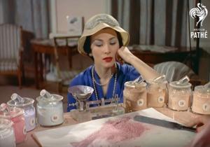 Πώς έφτιαχναν το 1958 τη βάση για το μακιγιάζ