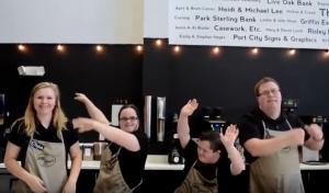Αυτή η καφετέρια προσφέρει δουλειά σε ανθρώπους με ειδικές ανάγκες