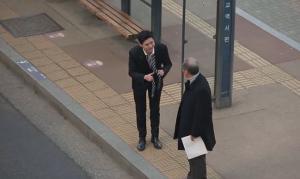 Πείραμα που συγκινεί – Ζήτησε από αγνώστους να του φτιάξουν την γραβάτα