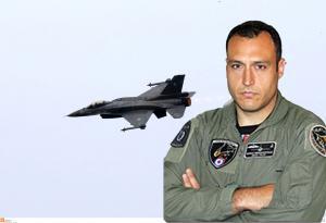 28η Οκτωβρίου: Αυτός είναι ο πιλότος του F-16 που συγκλόνισε με το μήνυμά του [pics, vid]