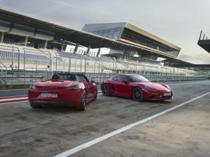 Επίσημο ντεμπούτο για τις Porsche Cayman & Boxster 718 GTS [vid]