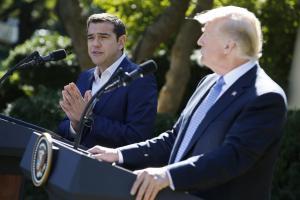 """Τσίπρας – Τραμπ: Η ερώτηση που """"στρίμωξε"""" τον Έλληνα Πρωθυπουργό! [vid]"""