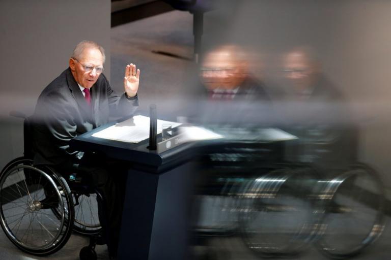 «Βόμβα» στα χέρια του Σόιμπλε – Προκλήσεις με το… «καλημέρα» από τους ακροδεξιούς | Newsit.gr
