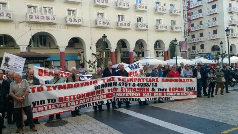 Θεσσαλονίκη: Οι συνταξιούχοι ξανά στους δρόμους – «Είμαστε εδώ γιατί δεν πάει άλλο» [pic, vids] | Newsit.gr