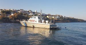 Σκάφος του Λιμεναρχείου Σύρου άρχισε να βάζει νερά [vid]