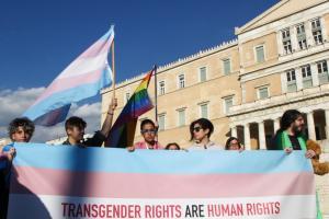Έρευνα: Πώς βλέπουν οι Έλληνες την αλλαγή φύλου στα 15