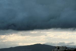 Καιρός: Βροχές και πτώση της θερμοκρασίας σήμερα – Αναλυτική πρόγνωση