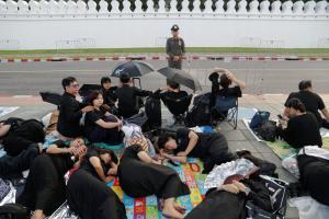 Ταϊλάνδη: Κηδεύουν τον Βασιλιά τους ένα χρόνο μετά – Δείτε live