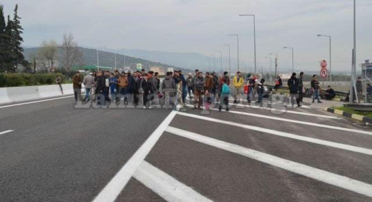 Διαμαρτυρία προσφύγων στις Θερμοπύλες | Newsit.gr