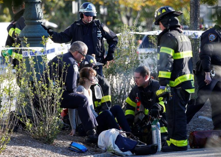 Πυροβολισμοί στο Μανχάταν! Φορτηγό παρέσυρε πεζούς και ποδηλάτες | Newsit.gr