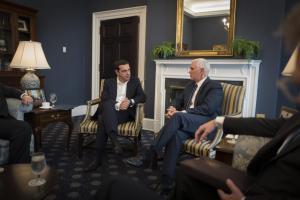 """Συνάντηση Τσίπρα με τον Mike Pence στον Λευκό Οίκο – Το """"tweet"""" του πρωθυπουργού [pics]"""