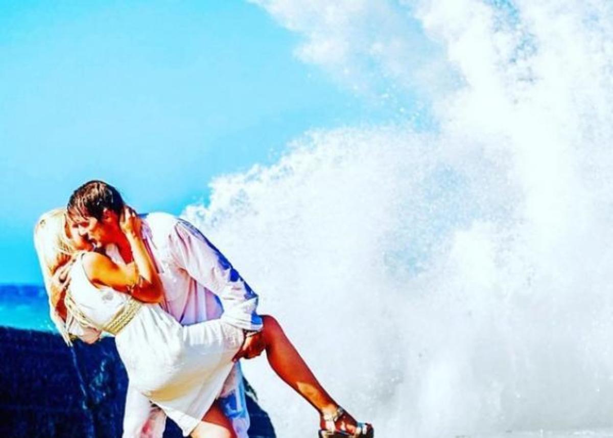 Στράτος Τζώρτζογλου: Καυτά φιλιά με την 27χρονη σύντροφό του στη Μύκονο [vid] | Newsit.gr