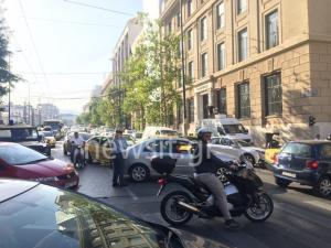 Χάος στο κέντρο της Αθήνας – Μπλοκαρισμένοι δρόμοι λόγω συγκέντρωσης