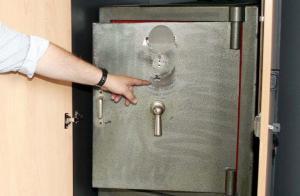 Εύβοια: Ληστές έκλεψαν χρηματοκιβώτιο χωρίς λεφτά!