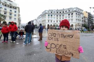 Θεσσαλονίκη: Παραμένουν στην πλατεία Αριστοτέλους οι πρόσφυγες – Μπαλάφας: Τους αντιμετωπίζουμε με ψυχραιμία