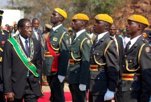 Ζιμπάμπουε – Στρατός: «Πήραμε την εξουσία αλλά δεν είναι πραξικόπημα»
