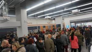 Λάρισα: Η Black Friday έφερε ουρές και εκπτώσεις 50% – Δύσκολη μέρα για τους ταμίες των καταστημάτων [pics]