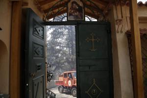 Χαλκιδική: Μεγάλη φωτιά σε ιστορικό μοναστήρι – Νύχτα τρόμου για μοναχούς στην Ολυμπιάδα!