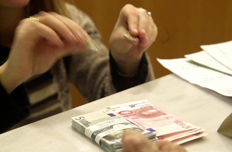 Αγρίνιο: Σκηνές απείρου κάλλους σε τράπεζα – Ο ταμίας πρόσεξε μια… βασική λεπτομέρεια! | Newsit.gr