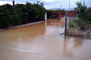 Αγριεύει ο καιρός – Πλημμύρες στο Ναύπλιο – Το πέρασμα της «Ευρυδίκης» [pics, vid]