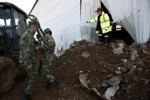 Λέσβος: Ο δήμος στέλνει βοήθεια στη Μάνδρα και τη Νέα Πέραμο – Φτάνουν 7 τόνοι εμφιαλωμένου νερού!