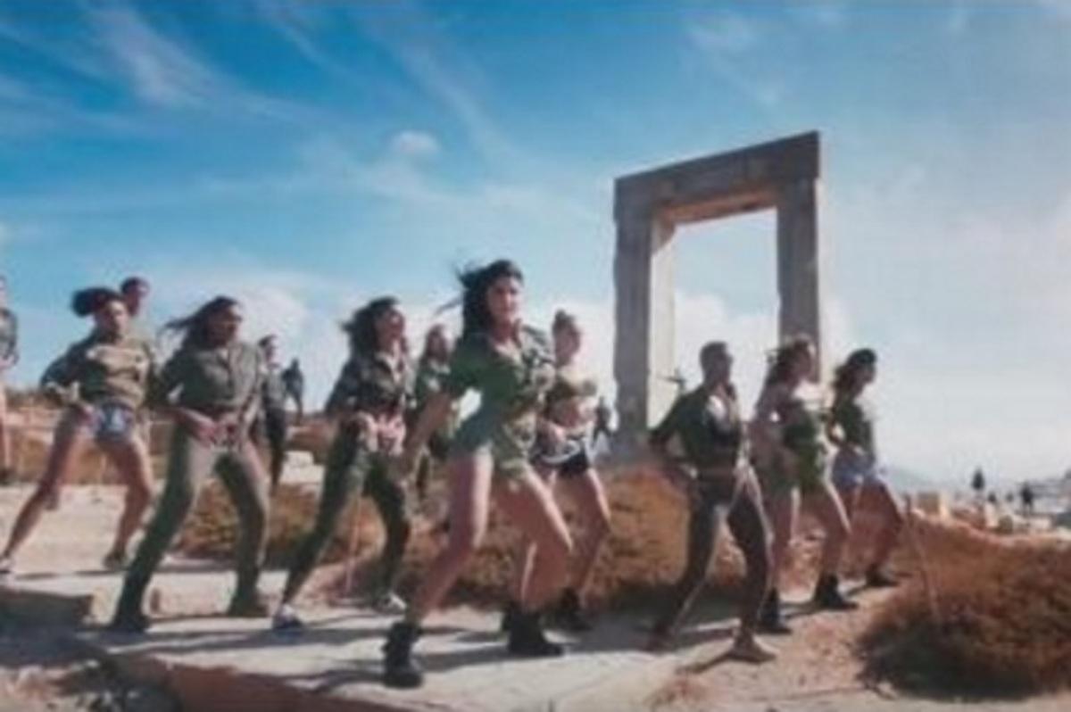 «Ρίχνει» το YouTube το Bollywood βίντεο κλιπ που γυρίστηκε στη Νάξο! [vid]   Newsit.gr