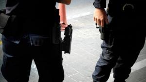 Πάτρα: «Θα σε σκοτώσω ή θα αυτοκτονήσω» – Σύζυγος αστυνομικού τον απείλησε με το όπλο του!