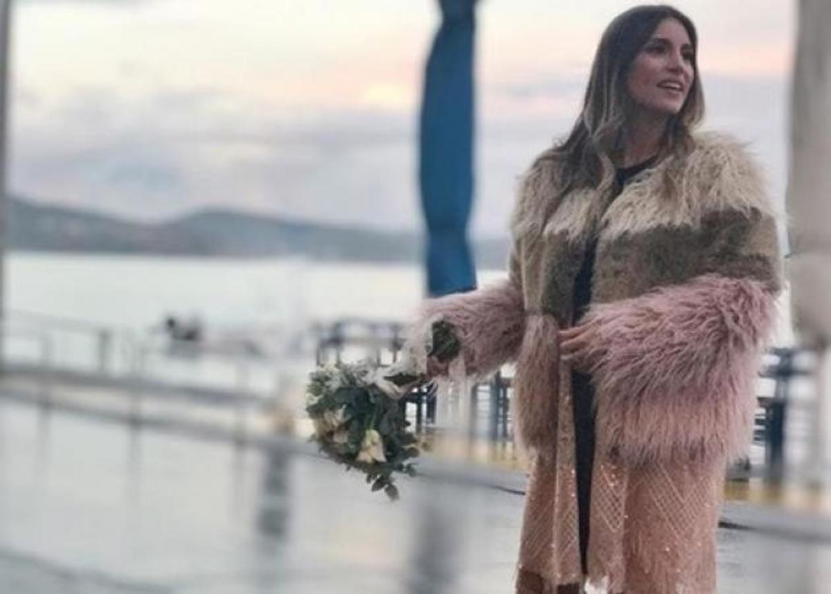 Γάμος Οικονομάκου – Μιχόπουλου: Η νιόπαντρη ηθοποιός ποζάρει με την ανθοδέσμη | Newsit.gr