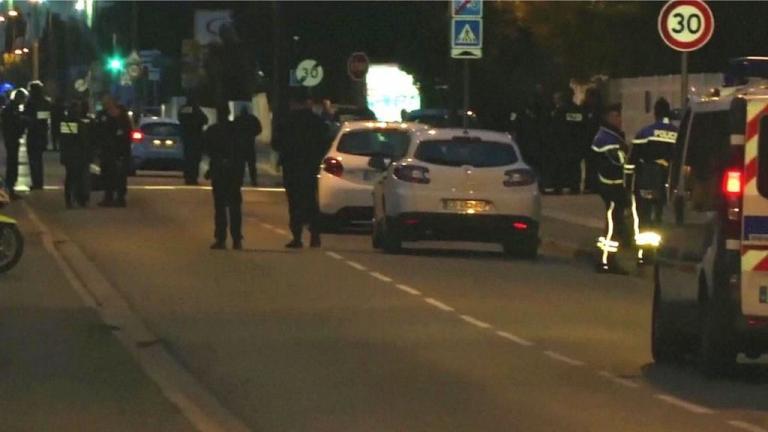 Συναγερμός στη Γαλλία - Αυτοκίνητο έπεσε πάνω σε πεζούς έξω από σχολείο