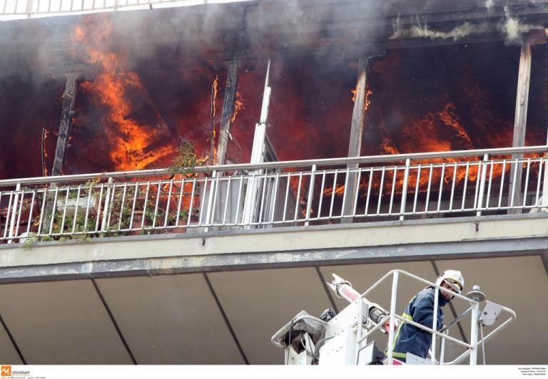 Τραγωδία στη Νέα Σμύρνη! Χωρίς τις αισθήσεις τους πατέρας και δύο παιδιά από φωτιά! | Newsit.gr