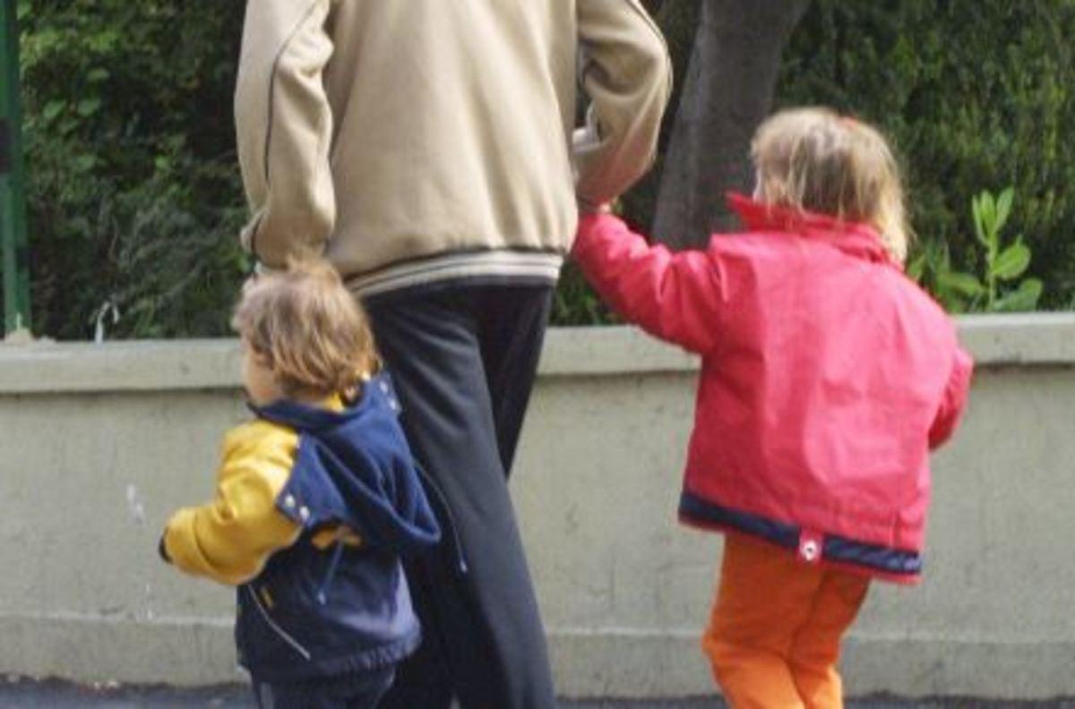 Κοινωνικό μέρισμα: Τα εισοδηματικά κριτήρια για τους γονείς – Πόσα χρήματα δικαιούνται | Newsit.gr
