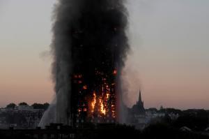 Grenfell Tower: 71 νεκροί στη φονική πυρκαγιά – Γέννησε πρόωρα και έχασε το μωρό της