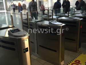 Ηλεκτρονικό εισιτήριο: Χρηστικές συμβουλές και «εκπτώσεις»! Τι ισχύει για τις πύλες στο Μετρό