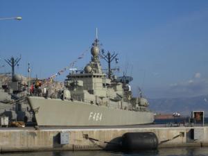 """Ατύχημα με φρεγάτα του Πολεμικού Ναυτικού – """"Βρήκε"""" στα αβαθή"""