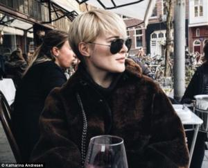 Ένα πανάκριβο ποτηράκι παραπάνω για την πλουσιότερη γυναίκα της Νορβηγίας