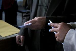 Κεντροαριστερα: Διαψεύδει την ακύρωση των εκλογών στο Τρίκερι η επιτροπή Αλιβιζάτου