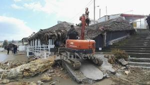 Χανιά: Κατεδαφίζονται δύο κτίσματα στον αιγιαλό