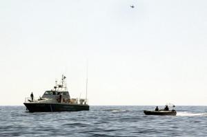 Συνεχίζονται οι έρευνες για αγνοούμενους στη Καλόλιμνο μετά τη βύθιση ξύλινου σκάφους με μετανάστες και πρόσφυγες