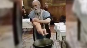 Ιερέας σε νευρικό κλονισμό από το κλάμα του μωρού που βάφτιζε [vid]