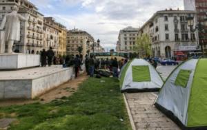 Θεσσαλονίκη: Πρόσφυγες ξεκινούν με τα πόδια από την πλατεία Αριστοτέλους για τα σύνορα [pic]