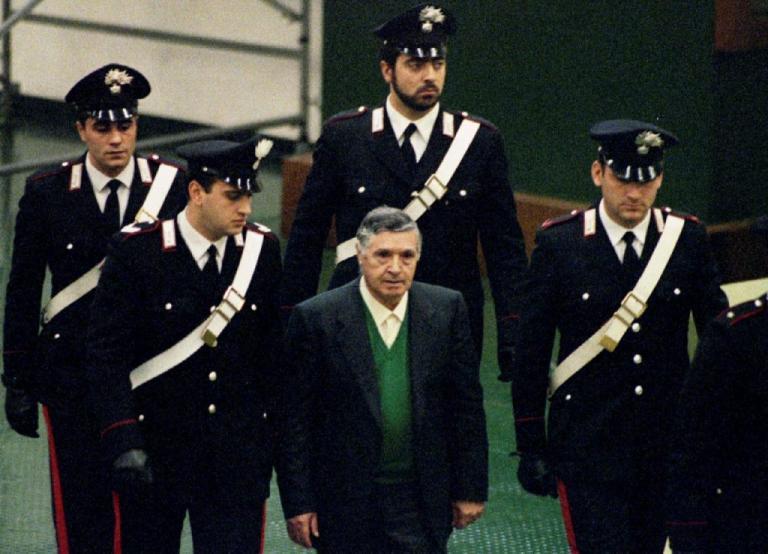 Πέθανε ο νονός! Νεκρός ο μακελάρης Τότο Ριίνα | Newsit.gr