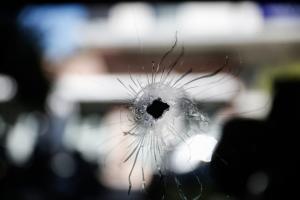 Σοκ στα Χανιά: Τη χτύπησε αδέσποτη σφαίρα έξω από το σπίτι της!