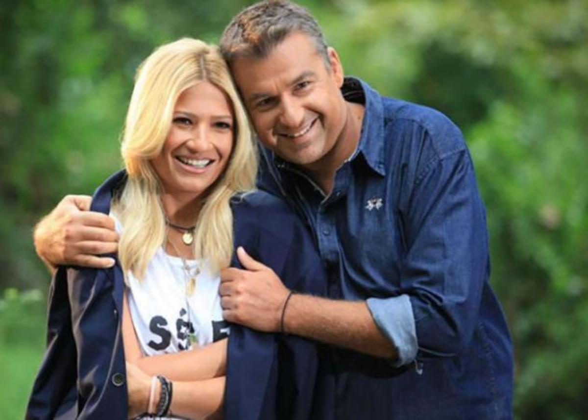 Φαίη Σκορδά – Γιώργος Λιάγκας:  Ο γιος τους συνεχίζει την προπόνηση στην πισίνα παρά την κακοκαιρία! | Newsit.gr