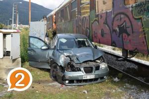 Ξάνθη: Σύγκρουση ΙΧ με τρένο – Τραυματίστηκε η μητέρα, σώο το παιδί [pics]
